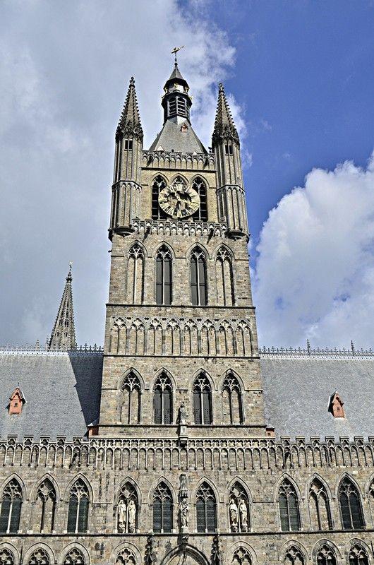 Photo beffrois ypres belgique patrimoine mondial unesco for Piscine ypres photo