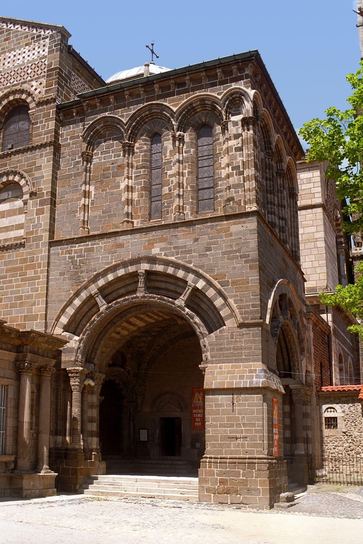 Photo cathedrale le puy en velay 43 haute loire for 43 haute loire