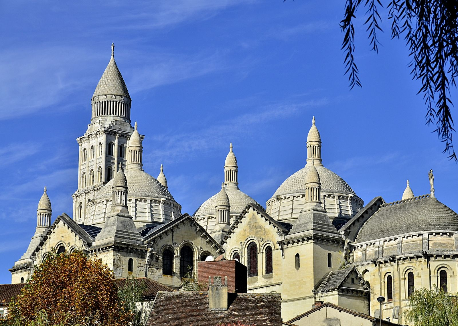 photo cathedrale st front perigueux 24 dordogne. Black Bedroom Furniture Sets. Home Design Ideas